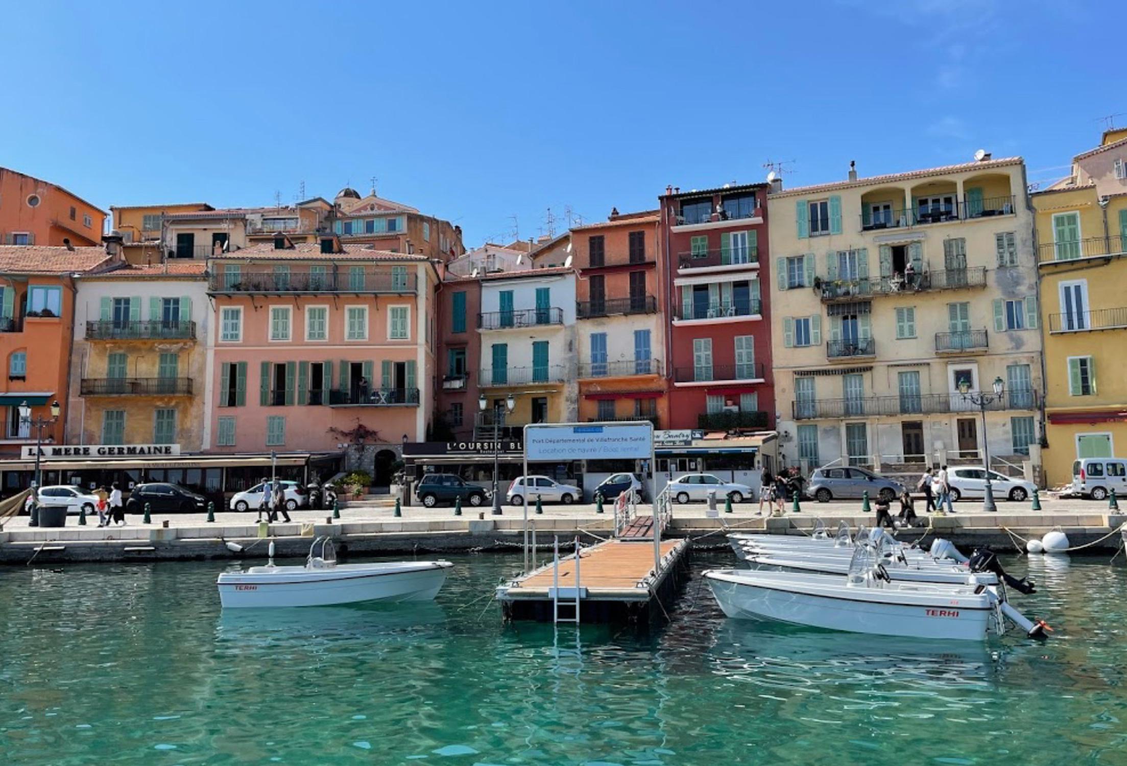 Location bateaux avec et sans permis à Villefranche sur mer Côte d'Azur